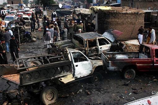 Un coche bomba provocó 18 muertos y 50 heridos en la frontera con Afganistán