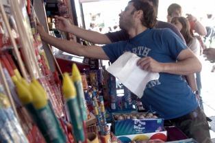 La Defensoría del Pueblo bonaerense pide que se prohíba el uso de pirotecnia en las fiestas