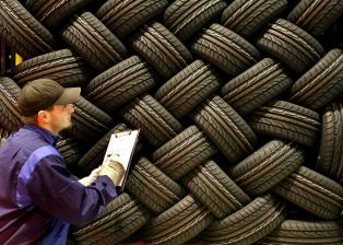 Una iniciativa busca que los municipios envíen neumáticos usados a reciclar