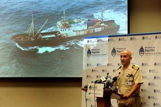 Capturan buques de bandera china pescando ilegalmente en el país