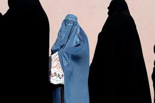 El primer ministro Rutte busca restringir el velo islámico integral