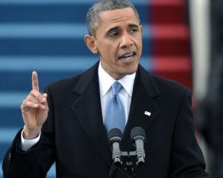 Obama pasa a la acción para atajar dos grandes escándalos