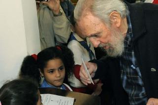 Fidel Castro fue a votar por las legislativas y conversó con la prensa