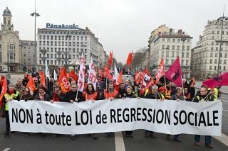 Francia entró en recesión y Hollande admitió una situación