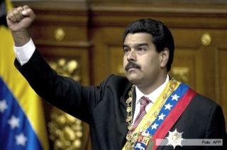 """Nicolás Maduro garantiza """"estabilidad laboral absoluta"""""""
