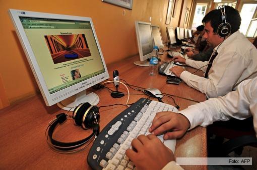 Los argentinos pasan más tiempo en internet que frente a la TV.