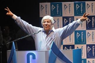 Moyano lanzó su partido en el Luna Park junto a dirigentes opositores