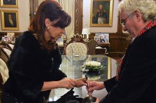 Cristina recibió a Pallarols y participó de la elaboración del cáliz que usará el papa Francisco