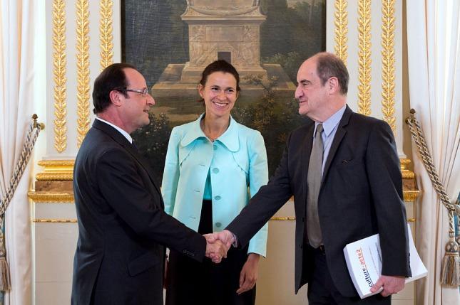 El presidente de Francia, François Hollande, y la ministra de Cultura, Aurelie  Filippetti, reciben el Informe Lescue.