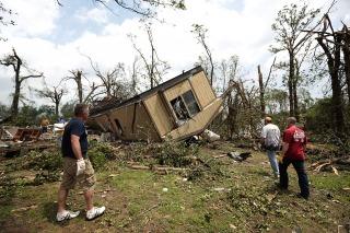 Las autoridades de Oklahoma informaron que las víctimas fatales del tornado son 24 y no 51