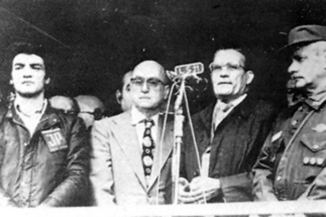 De izquierda a derecha: Juan Carlos Dante Gullo, el ministro de Defensa, Angel Robledo, gobernador Bidegain y el general del Ejército Argentino, Jorge Carcagno durante el Operativo Dorrego.