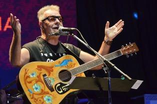 65 años de León Gieco: el músico que tiende puentes