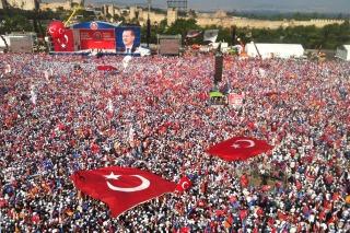 Los sindicatos turcos protestan bajo amenaza pero evitan confrontar