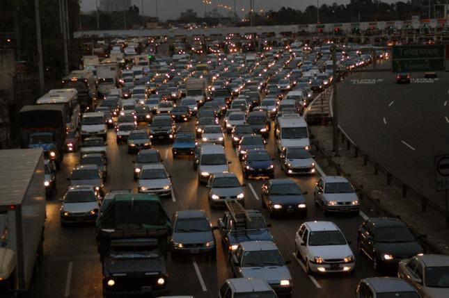 La avenida general paz colapsada y hay demoras en el for Benetton quedara autopista panamericana acceso oeste
