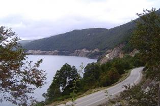 Se derrumbó la ladera de un cerro y Villa La Angostura quedó aislada