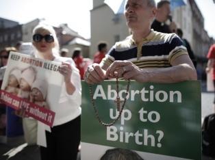 Los ciudadanos votarán en mayo un referéndum sobre el aborto