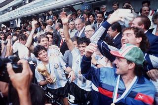 El mundo del fútbol saludó por su cumpleaños 54 al mejor de todos los tiempos