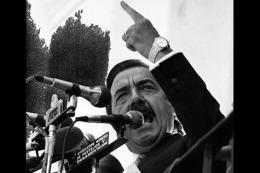 Tras la cruenta dictadura, Alfonsín asume con la responsabilidad de retomar la senda democrática.