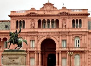 El Gobierno respondió a La Nación y Clarín sobre falsas acusaciones