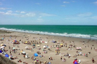 Las Grutas fueron elegidas como las mejores playas de la Argentina y la 33 en Sudamérica