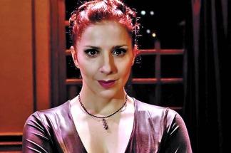 Karina K Que Compuso A Una Particular Cantante En Souvenir Y Sorprendio En El Musical Sweeney Todd Junto A Julio Chavez En Al Final