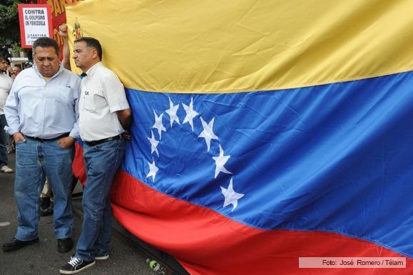 Resultado de imagen para de elia depetri acto apoyo venezuela bandera