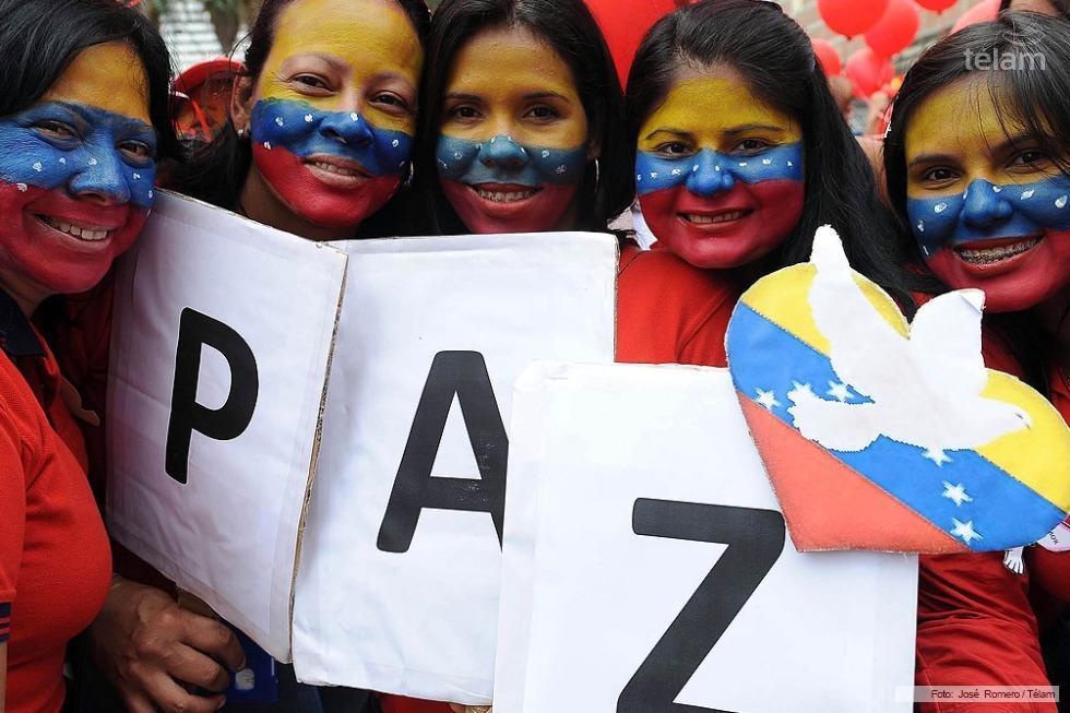Mujeres Chavistas por la Paz ocupa desde la mañana la Plaza Morelos para marchar hacia el norte en respaldo del gobierno del presidente Nicolás Maduro.