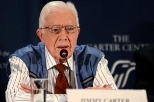 El ex presidente estadounidense Carter fue internado por deshidratación en Winnipeg