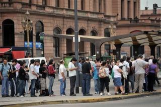 Dirigentes y sindicalistas cuestionaron el paro de transporte