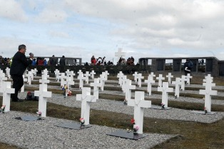 Dos argentinos participarán de la identificación de los soldados NN