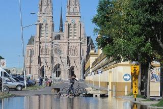 El río Luján subió a cinco metros y hay más zonas anegadas y evacuados