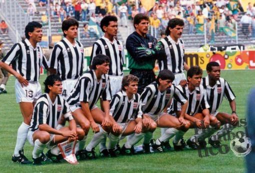 Italia 90. Costa Rica juega en Turín con una casaca muy parecida a la de la Juventus.
