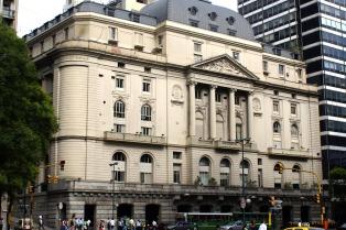 Los bonos en dólares bajaron más de un 6 % y la Bolsa porteña cayó 0,91 %