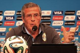 El DT de la selección de Uruguay, Oscar Tabárez, se opone a que le hagan una estatua