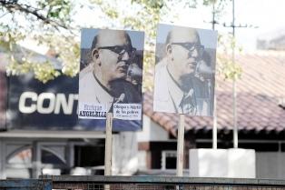 """Enrique Angelelli, el mártir """"enamorado de su pueblo"""" que será beato"""