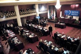 Unánime respaldo del Parlasur a la Argentina frente a los fondos buitre