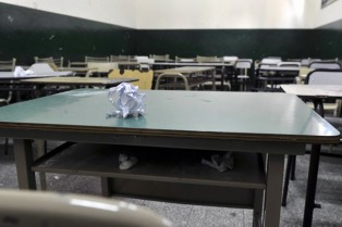 Arrancó el paro docente y el gobierno bonaerense suspendió las pruebas Aprender