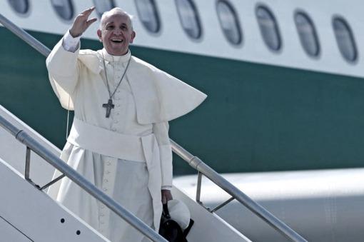 ITALIA  El Papa llegó a Roma tras la histórica gira por Cuba y EEUU