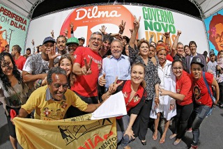 Miles de brasileños aguardan la recorrida paulista de Lula