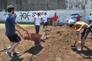 Militantes kirchneristas cumplieron una jornada solidaria en Ensenada