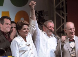 Dilma Rousseff prometió diálogo y reforma política tras ser reelecta en un ajustado balotaje