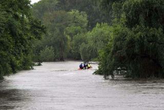 El río Luján descendió más de 55 centímetros desde el pico que alcanzó ayer