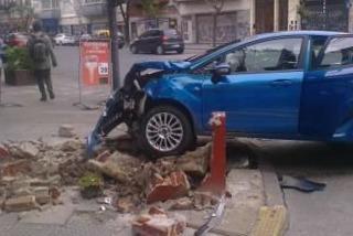 Al menos un herido por un choque entre un auto y una moto en San Cristóbal