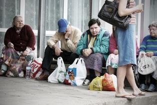 La mayoría de personas en situación de pobreza crónica reside en conurbano y en la región pampeana