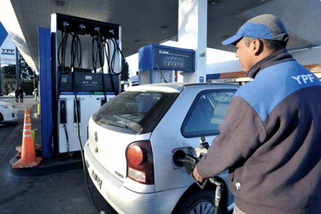 YPF baja el precio de la nafta a partir de la medianoche