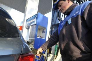 Bajaron los precios de todos los combustibles un 5 %