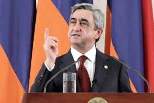 Renuncia el primer ministro tras las multitudinarias protestas en Ereván