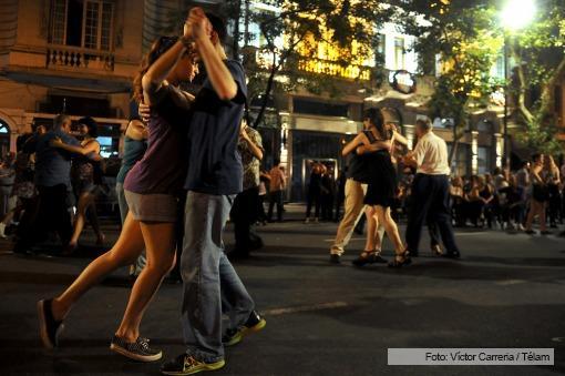 La Gran Milonga Nacional reunió a miles de turistas y vecinos que bailaron y escucharon tango