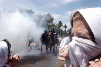 Resultado de imagen para represión a madres plaza de mayo