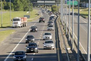 Más de 1.600 vehículos circulan por hora hacia la Costa por el feriado largo